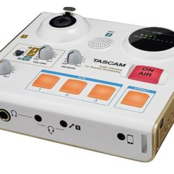 Tascam US32 Mini Audiointerface Mischpult für Podcasts Livestrams und YouTube